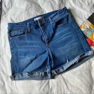 Dex cutoff denim shorts